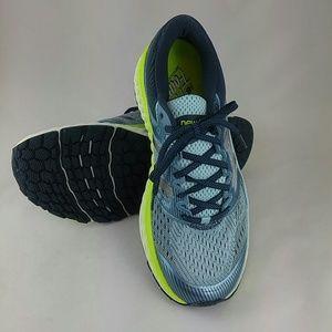 New Balance Women's W1080V7 Running Shoe 10.5 Wide
